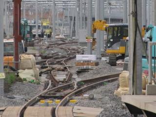 9番線ホームと新車両基地の間には7・8番線に通じると思われるポイントが設置されている。