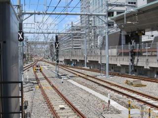 東京駅7・8番線ホーム端から上野方面を見る。7・8番線側にも出発信号機が付いた。