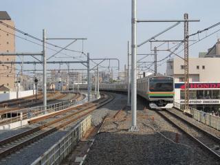 湘南新宿ラインのホームから新宿方面を見る