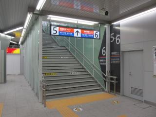 湘南新宿ラインホームの階段