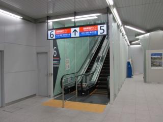 湘南新宿ラインホームのエスカレータ