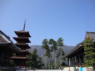 五重塔と三門
