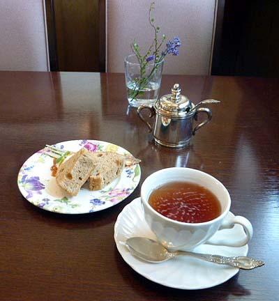 シフォンケ-キ・紅茶