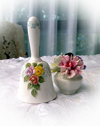 2 陶製ベル ・ 花