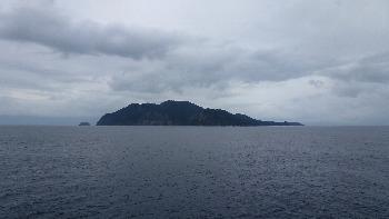 神津島が見えてきました