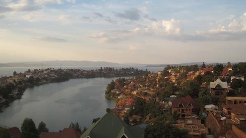 ホテルから見たキブ湖とブカブの町並み