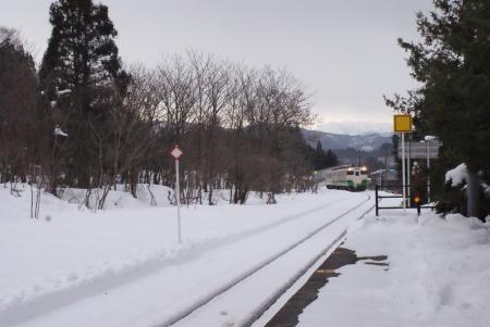 朝の柳津駅