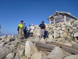 s04薬師岳山頂1