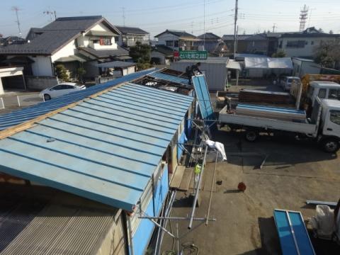 ⑤プレハブ 屋根取り替え中