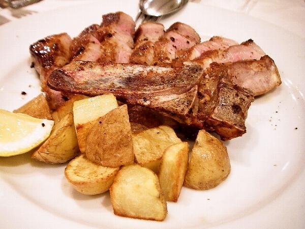イル ルポーネ もち豚のロースト。2,800円