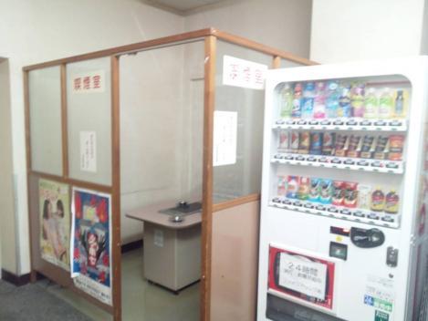 日建学院の入ってるテナントビル1階にあるたった1つの喫煙室