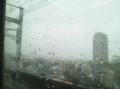 1級建築施工管理技術検定試験実地試験を青山学院で受験へ行きの新幹線の中でも大雨が降って来た光景を写メした