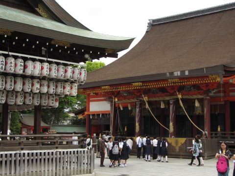 八坂神社本殿・舞殿