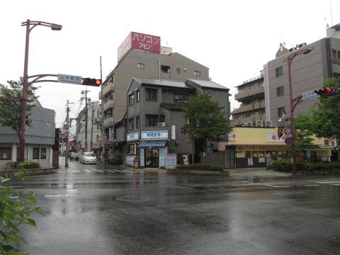 旧東海道・山科駅前交差点
