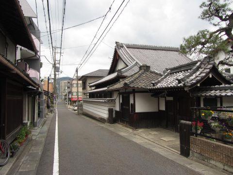 旧東海道 成覚寺前