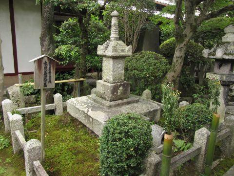 木曽義仲公墓
