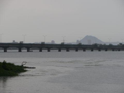 近江大橋と三上山