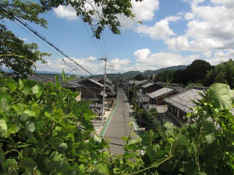 由良谷川隧道上より夏見地区を望む