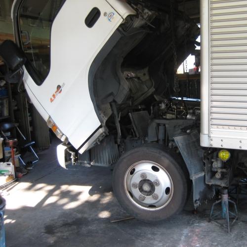 トラックの修理
