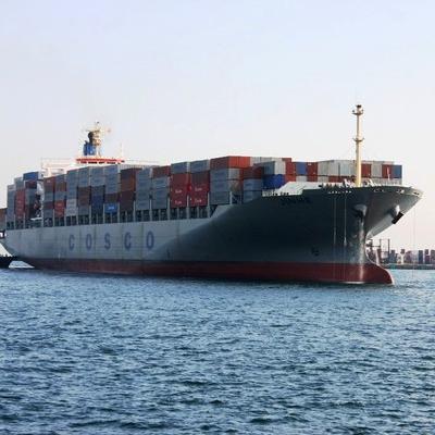 船で運ばれる海コン