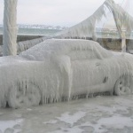 氷漬けの自動車
