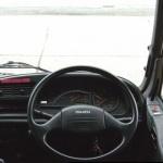 トラックの運転席