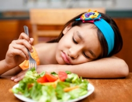 子供に嫌いなもの無理矢理食べさせた方がいいの?
