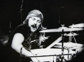 ドラムとかいう難易度が最も低い楽器wwwwwwwwwwww