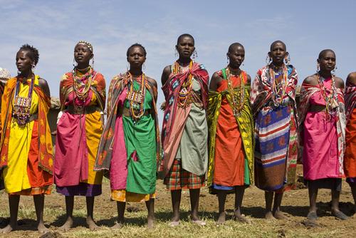 ケニアのカラフルな民族衣装