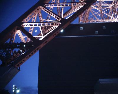 東京タワーの脚と月見:R2
