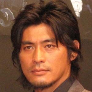 坂口憲二が飲食店経営者の女性と結婚