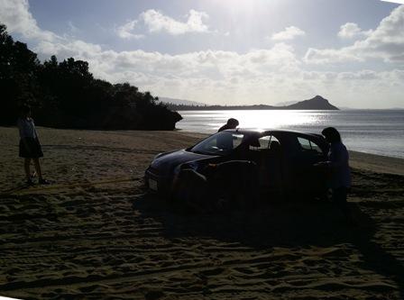 130203_165355砂浜に車