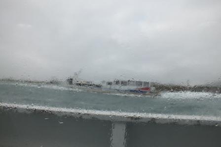 悪天候の海