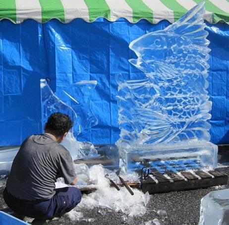 氷の彫刻中