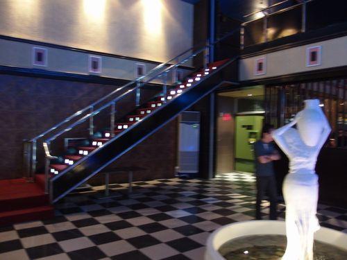 入口と階段