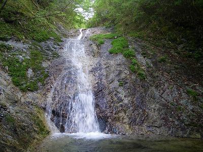 虎ロープのある滝