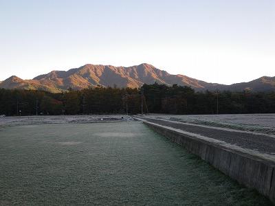 杓子山も朝日に包まれる