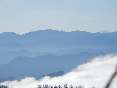 鼻曲山頂上から富士山