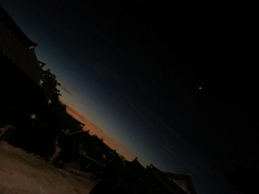 この時間からだは一番苦しい時間だが空は最も美しい時間