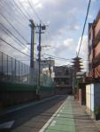 若葉高校裏から見た五重塔と福岡ドーム