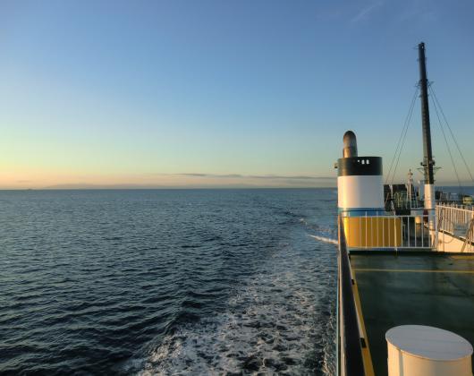 船上より下北半島方面を望む011_convert_20121006101406