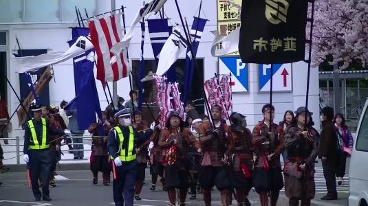 信玄公祭り 韮崎 ニコリ前