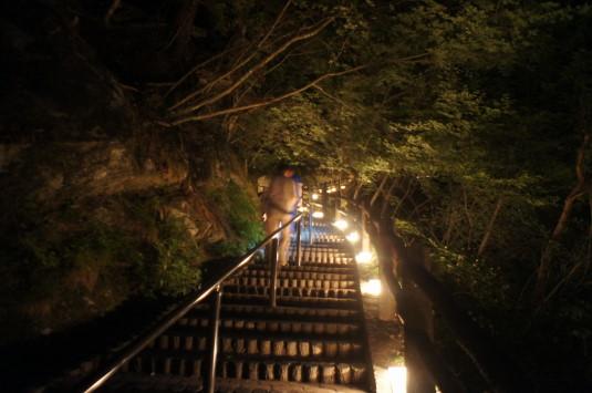 昇仙峡ライトアップ 暗い階段