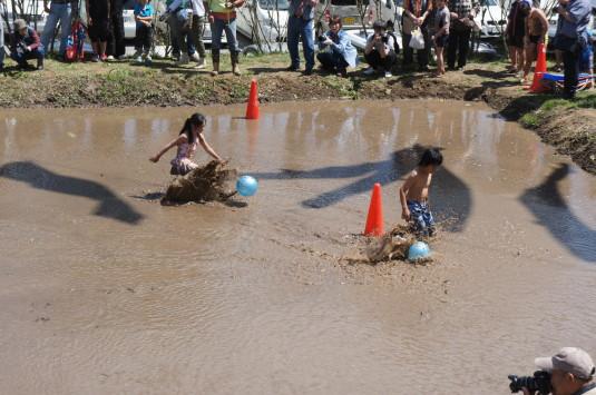 長沢鯉のぼり祭り2 どろんこレース ゴール