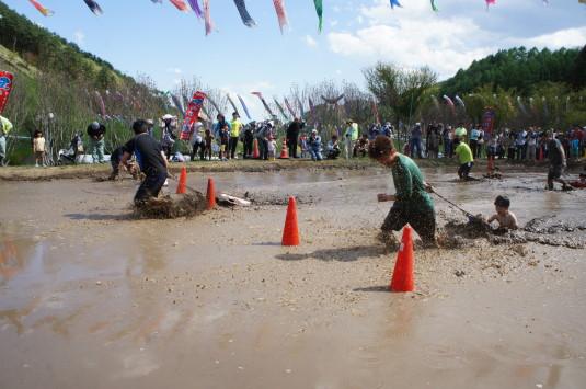 長沢鯉のぼり祭り2 どろんこカヌー コーンを回る