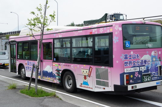 萌えキャラ 桜織 バス 後ろ