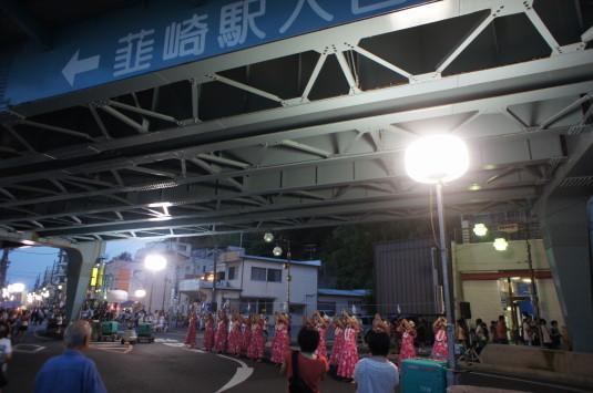 若宮八幡宮例祭 橋の下 フラダンス