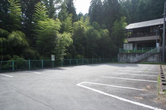 ローラー滑り台 駐車場