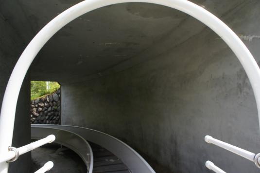 ローラー滑り台 トンネル