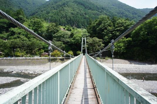 丹波山村やまびこ橋 渡る